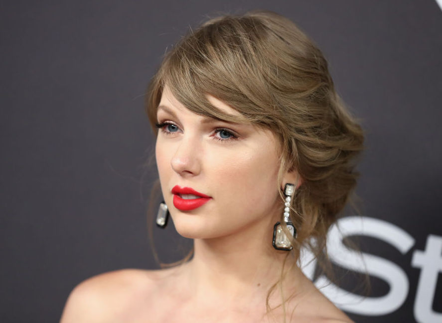 Taylor Swift finally confirmed she'll be in <em>Cats</em>—and announced which cat she's playing