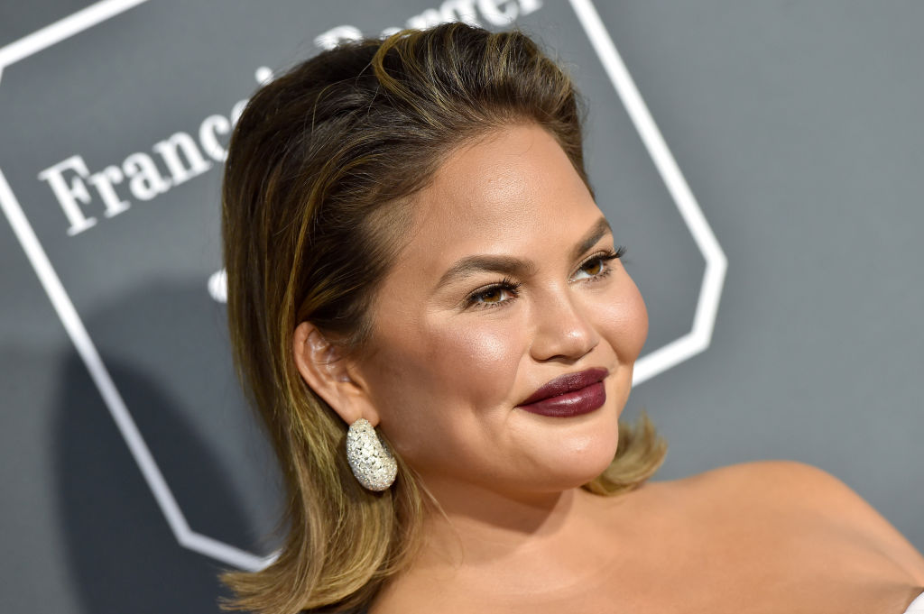 Chrissy Teigen live-tweeted the Grammys from home, and she clearly had the best night ever