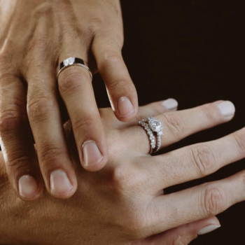 Photographers told us how to take the perfect photo of your engagement ring