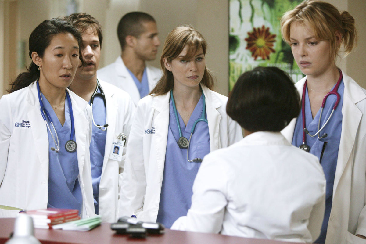 Shonda Rhimes just posted behind-the-scenes photos from the <em>Grey's</em> pilot, and holy nostalgia