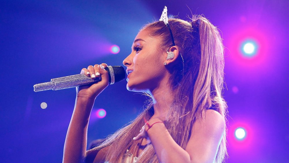Ariana Grande cried on stage while singing about Mac Miller, and her tweet about it is so bittersweet