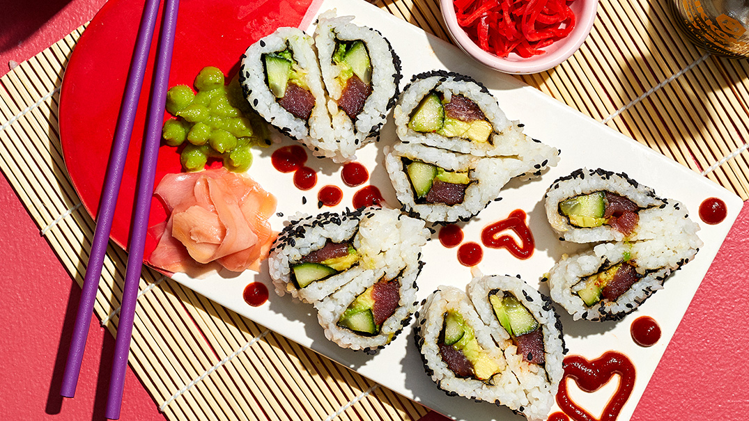Make these heart-shaped sushi rolls to impress your <em>soymate</em>