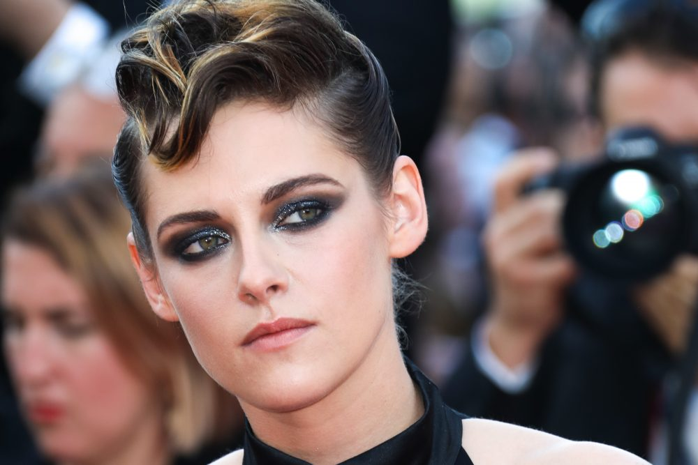"Kristen Stewart says she felt a ""huge responsibility"" to come out as gay or straight—and explained why she wishes she didn't"