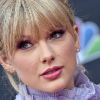 """The internet is grossed out by Taylor Swift's answer to """"Do you wash your legs in the shower?"""""""