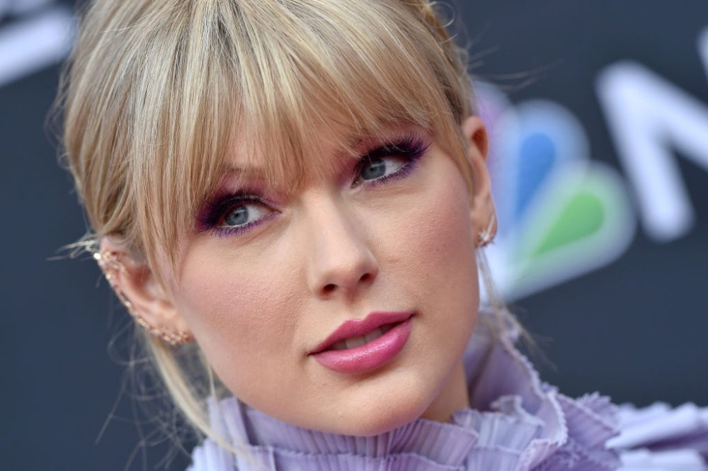 "The internet is grossed out by Taylor Swift's answer to ""Do you wash your legs in the shower?"""