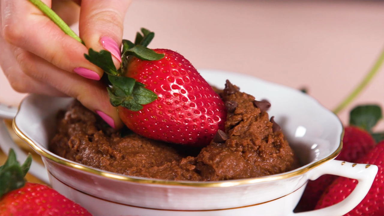 This chocolate hummus recipe is the healthy dessert we didn't know we needed