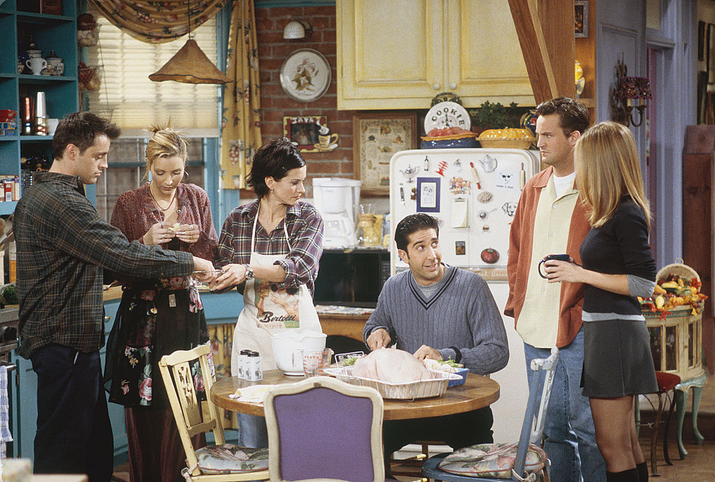 Courteney Cox shared a pic of the <em>Friends</em> cast hanging out before they were famous, and could we BE any more nostalgic?