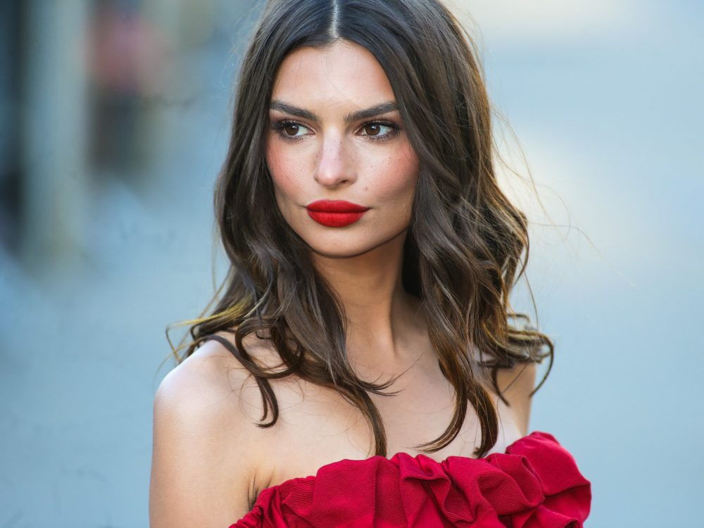 Emily Ratajkowski chopped off all her hair for summer, and we're loving her breezy new look
