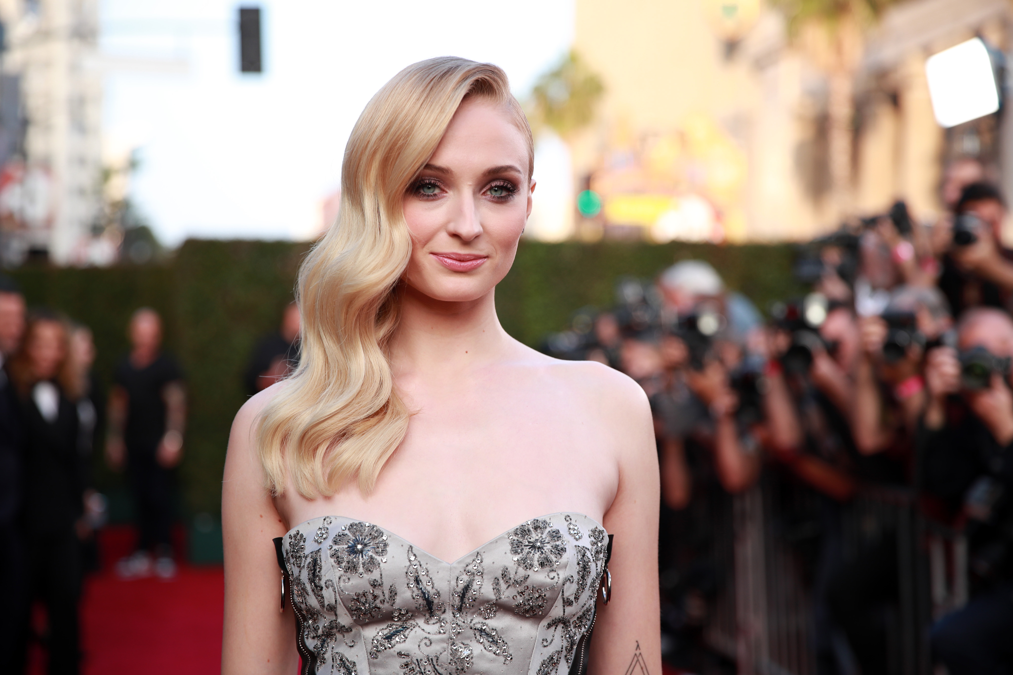 Sophie Turner once went to great lengths to hit on this <em>Friends</em> actor, and LOL