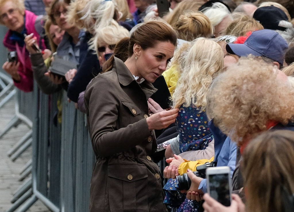 "A little girl asked Kate Middleton why she didn't wear her ""Princess Elsa dress,"" and she had the best response"
