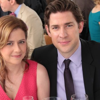 John Krasinski pulled a Jim Halpert-level prank on co-star Jenna Fischer, and our jaws dropped when we saw who helped