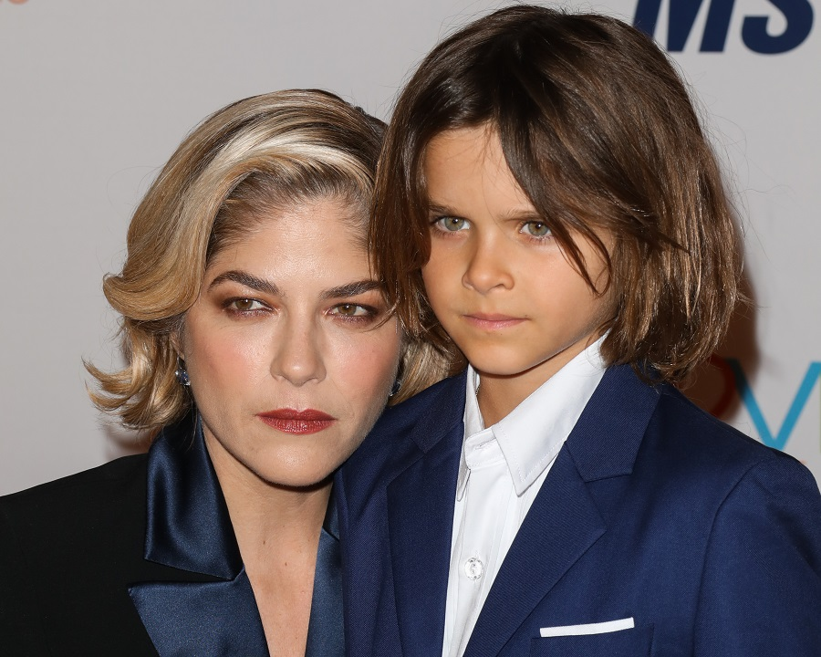 Selma Blair let her 7-year-old son shave her head amid MS battle