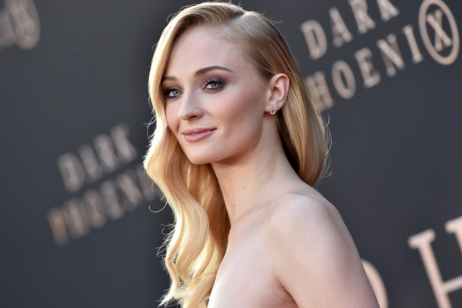 Sophie Turner got ready for the Emmys in the *exact* way we would
