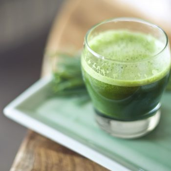 These are the potential benefits of drinking chlorophyll water, the new green juice trend