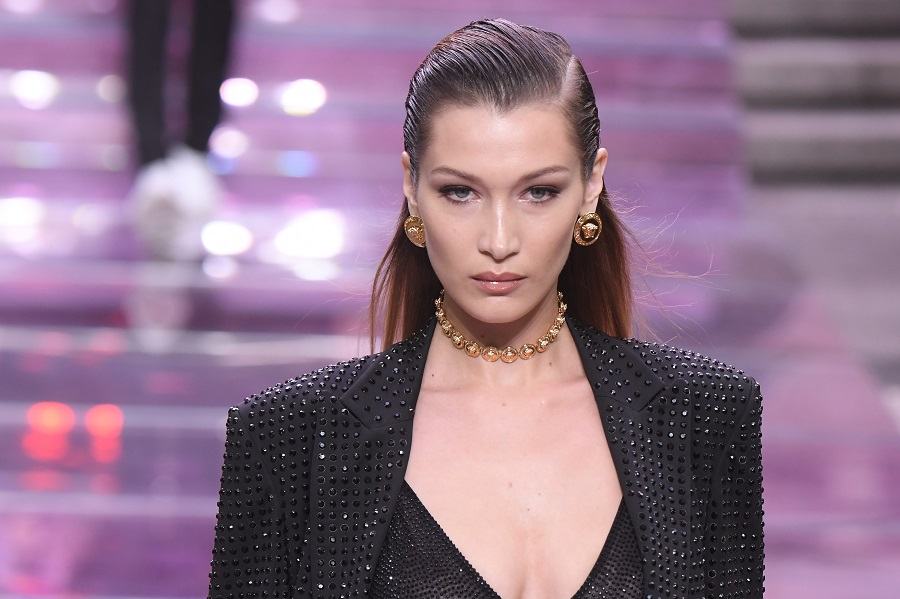 Bella Hadid just went even blonder, and she could be Gigi's twin