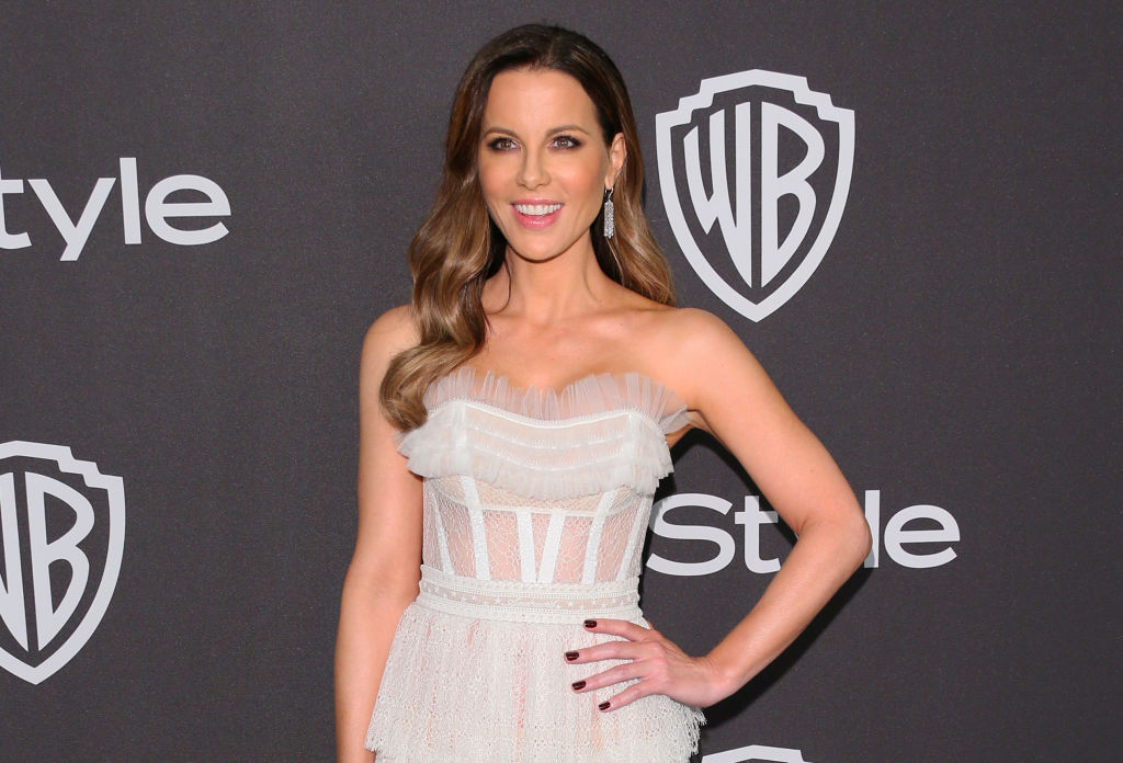 Kate Beckinsale just got a dramatic blonde bob, and it's the perfect summer 'do