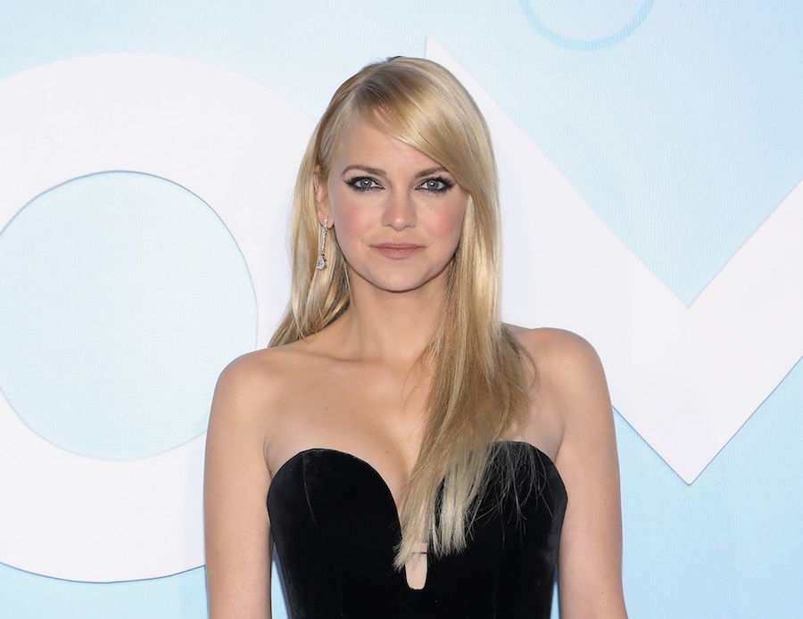 Anna Faris got real about motherhood, messiness, and memories from <em>The House Bunny</em>