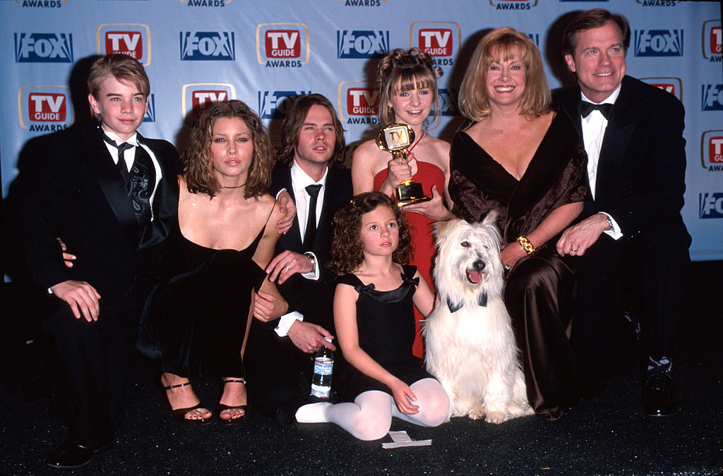 Beverley Mitchell wants to reboot <em>7th Heaven</em>—and we're adding these 5 shows to our wish list, too