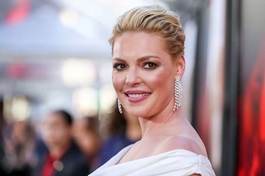 Katherine Heigl swapped her signature blonde hair for brunette, and we're getting 100% fall vibes