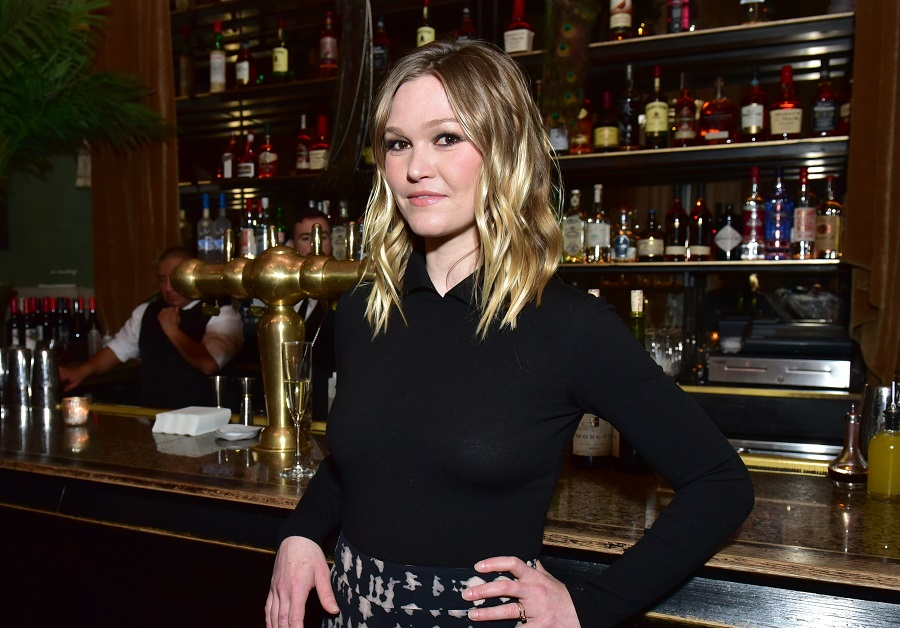 Julia Stiles opened up about why she wanted to be in <em>10 Things I Hate About You</em>, and we feel the exact same way