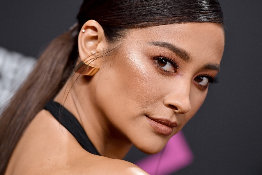 Pregnant Shay Mitchell's boyfriend is pressuring her against an epidural, and it's honestly not okay