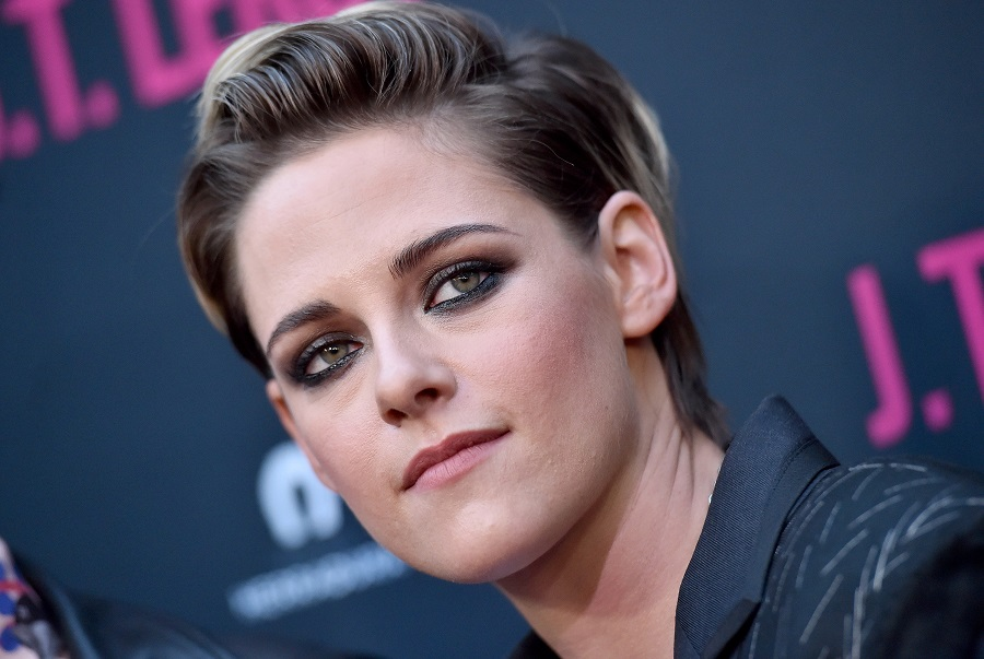 Kristen Stewart makes bubblegum pink hair look totally badass