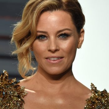 Elizabeth Banks's new wavy cropped bob is on our fall mood board