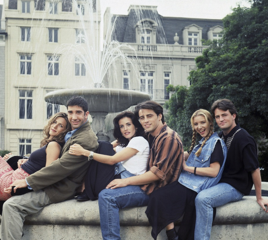How did we not know that the iconic Friends fountain is in Hocus Pocus?