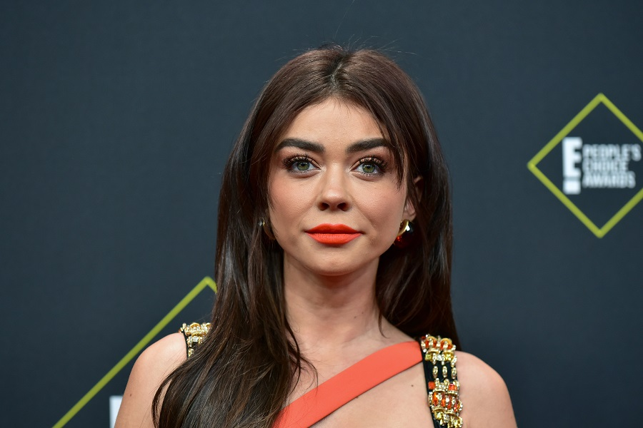 "Sarah Hyland shared a photo she hated of herself in celebration of ""invisible illness warriors"""