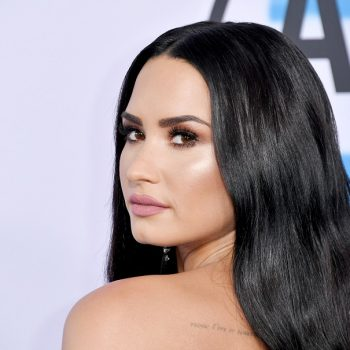 "Demi Lovato's no-makeup selfie shows off her ""booty chin""—which is exactly the point"