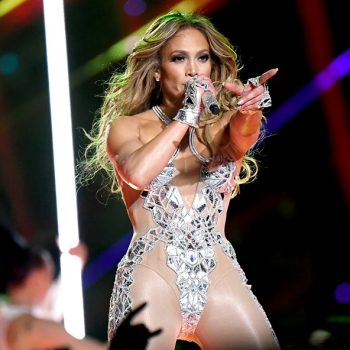 Here's the $25 detangling hairbrush J.Lo used right before walking on the halftime show stage