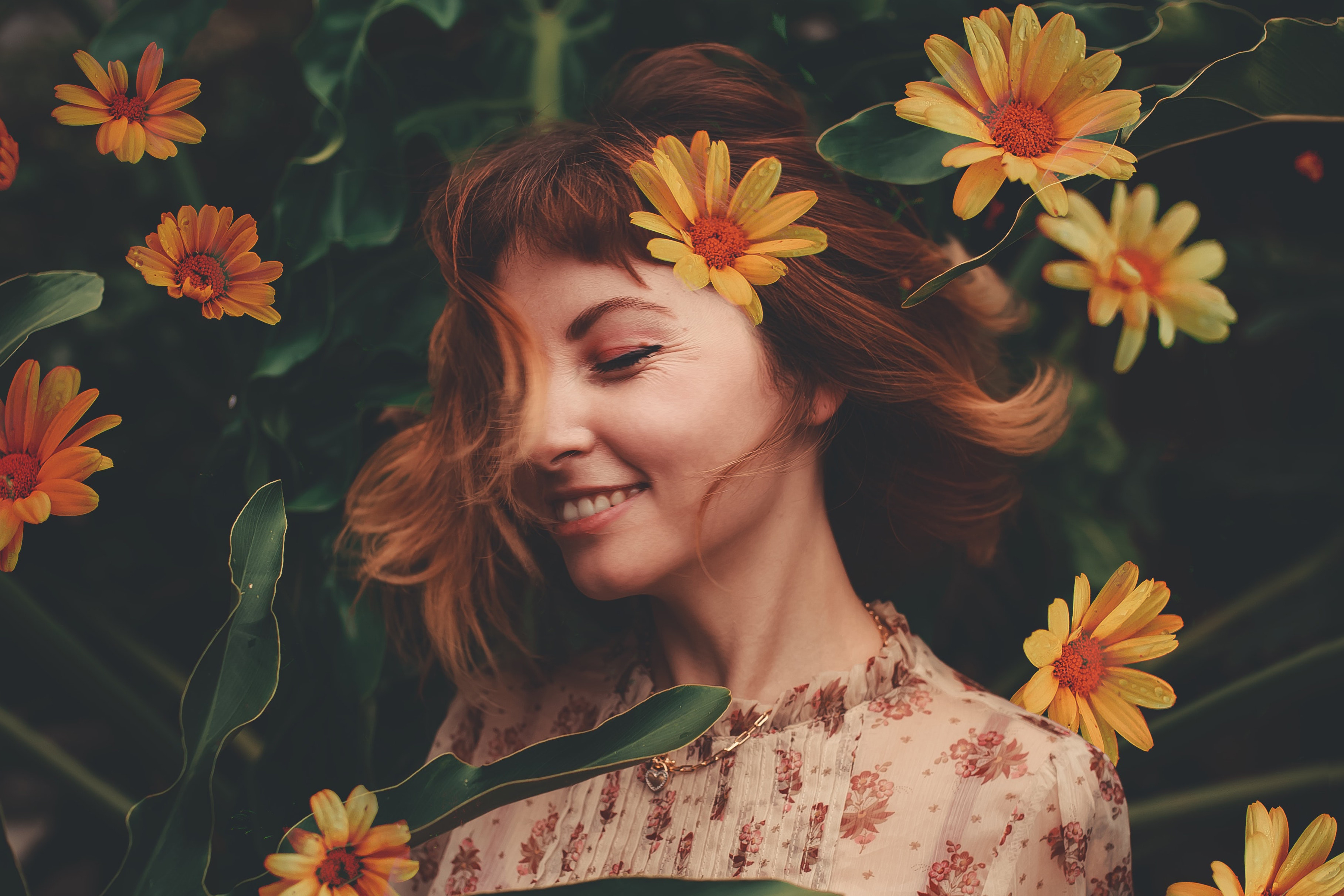 Looking for a natural hair dye? Dye your hair with flowers