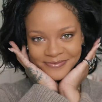 "Rihanna's ""no-makeup"" makeup tutorial is just what you need for your next Zoom meeting"